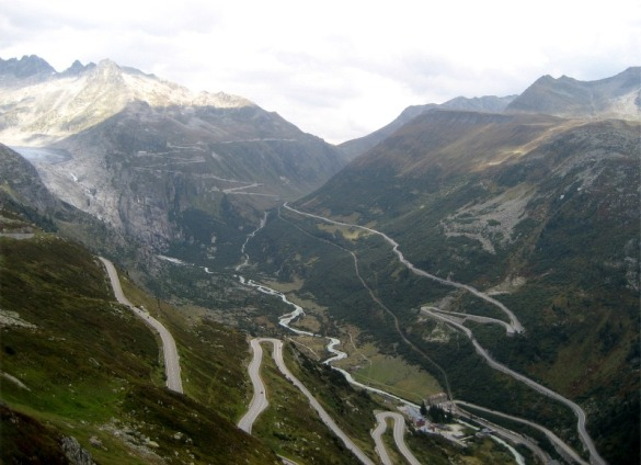 176-view_E_over_Grimsel+Furkapass_roads_800x580